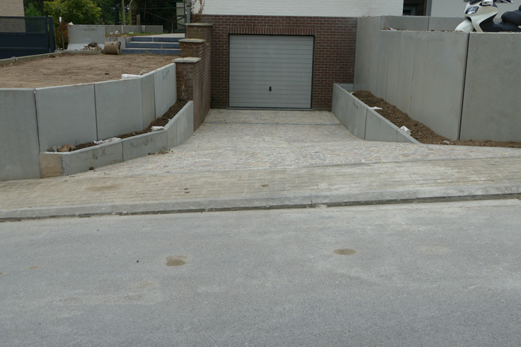 Transformation des abords d 39 une habitation braine l 39 alleud for Entree garage beton